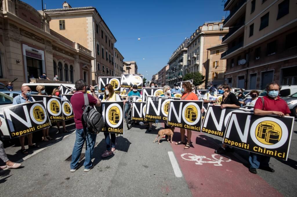 """Sampierdarena, anche la banda musicale al flash mob dei cittadini: """"No ai depositi chimici"""""""