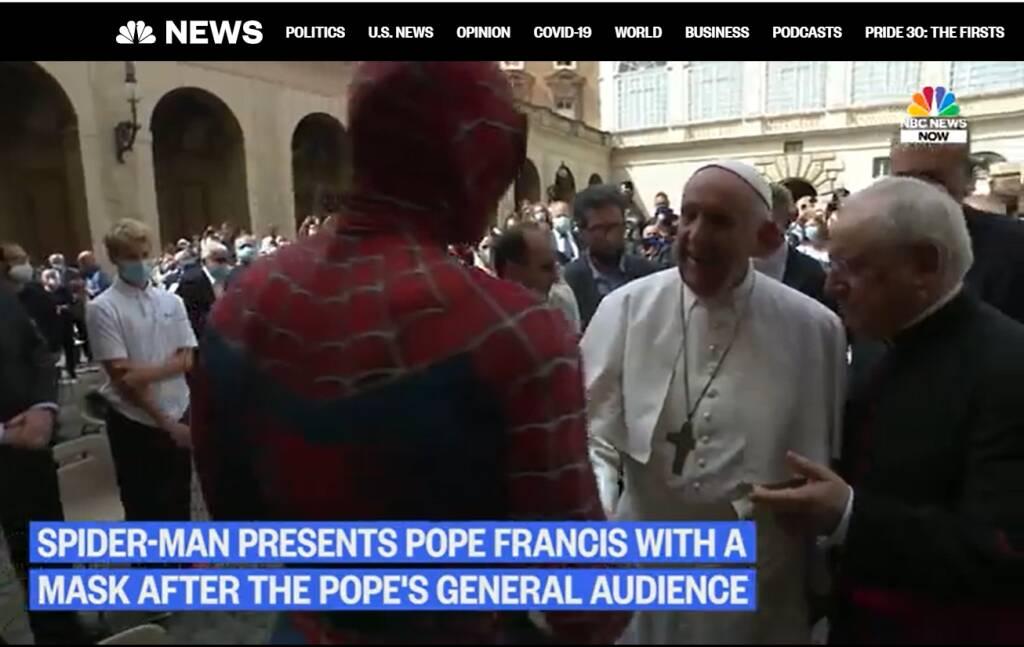Spiderman e Papa Francesco: l'incontro fa il giro del mondo