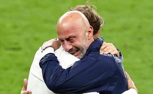 abbraccio Vialli mancini (fonte pagina Facebook Sampdoria)