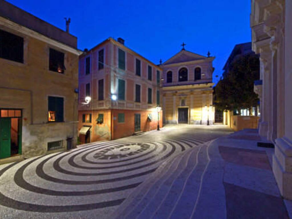 Albissola Marina Piazza della Concordia sera