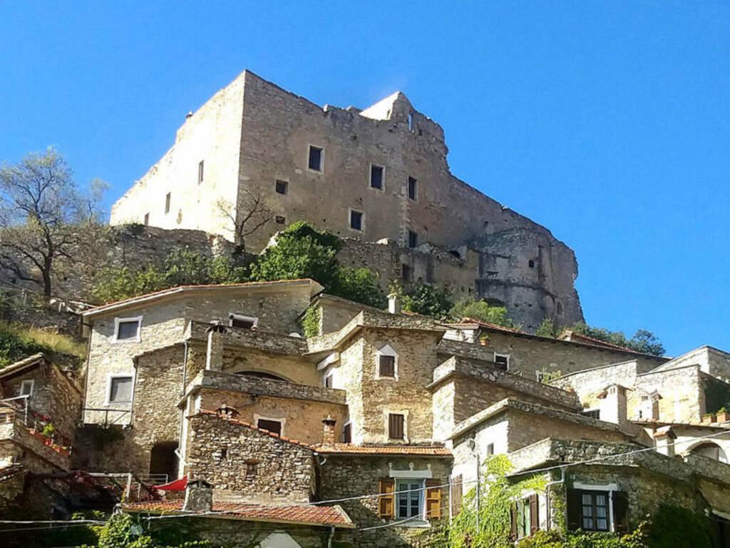 Castelvecchio di Rocca Barbena panorama