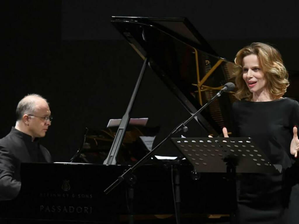"""""""Dante attraverso"""" spettacolo Sonia Bergamasco ed Emanuele Arciuli"""