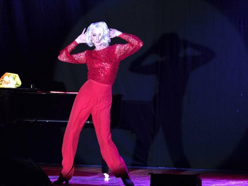 """""""Eleganzissima"""" spettacolo teatrale Drusilla Foer"""