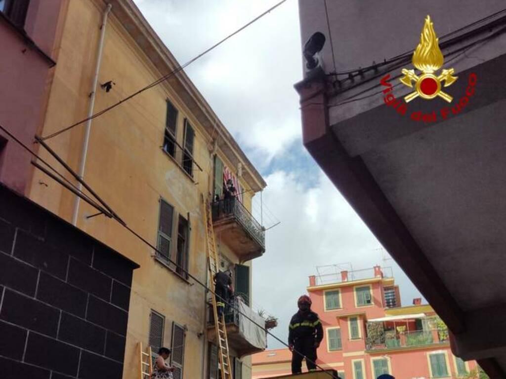 evacuazione palazzina rapallo vigili del fuoco