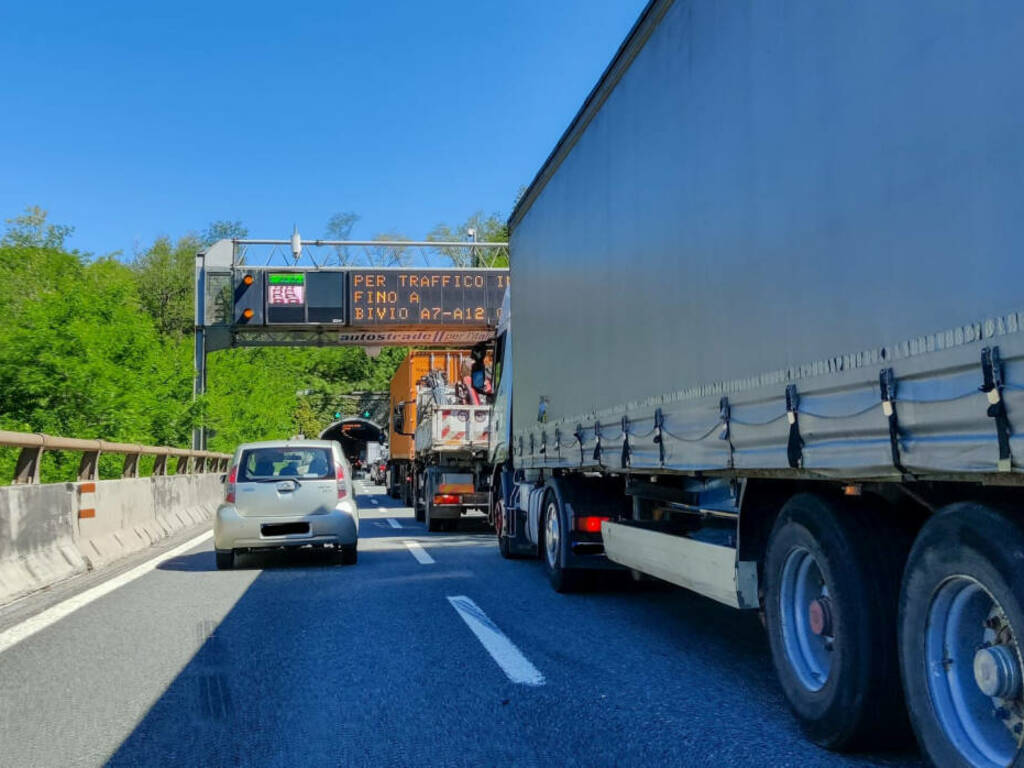 coda autostrada tir camion