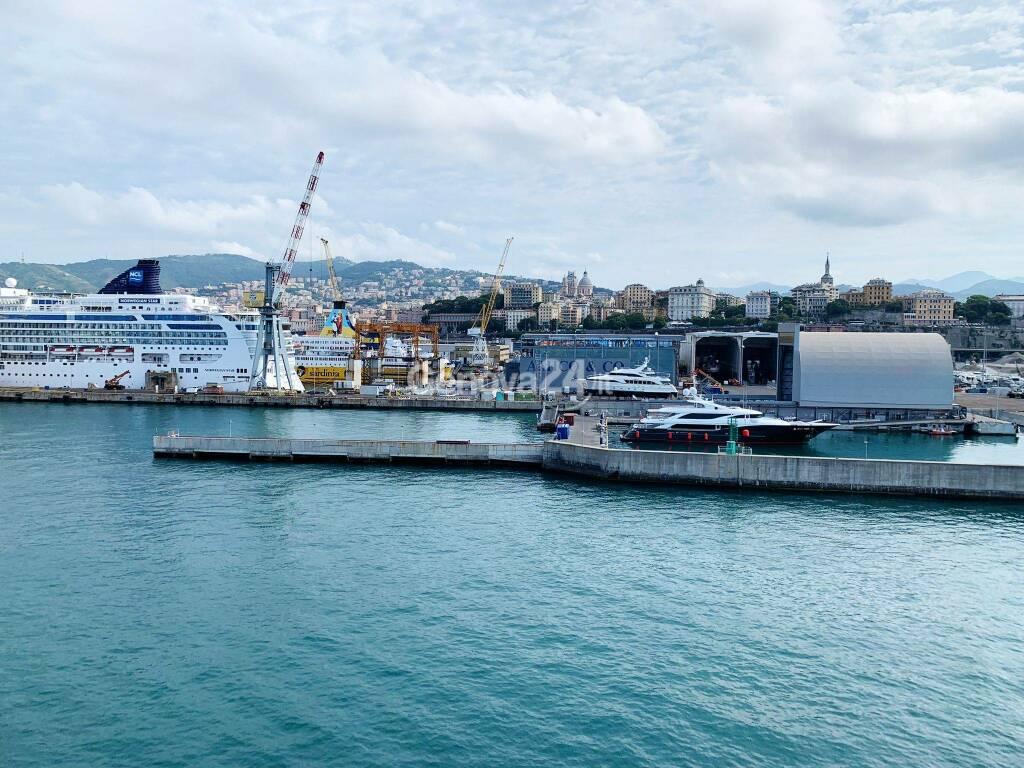 porto genova traghetti navi riparazioni navali