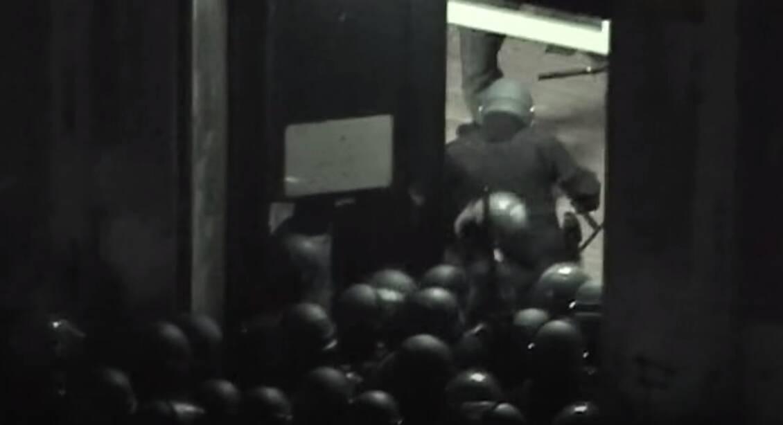 assalto scuola Diaz (frame tratto da Indymedia)