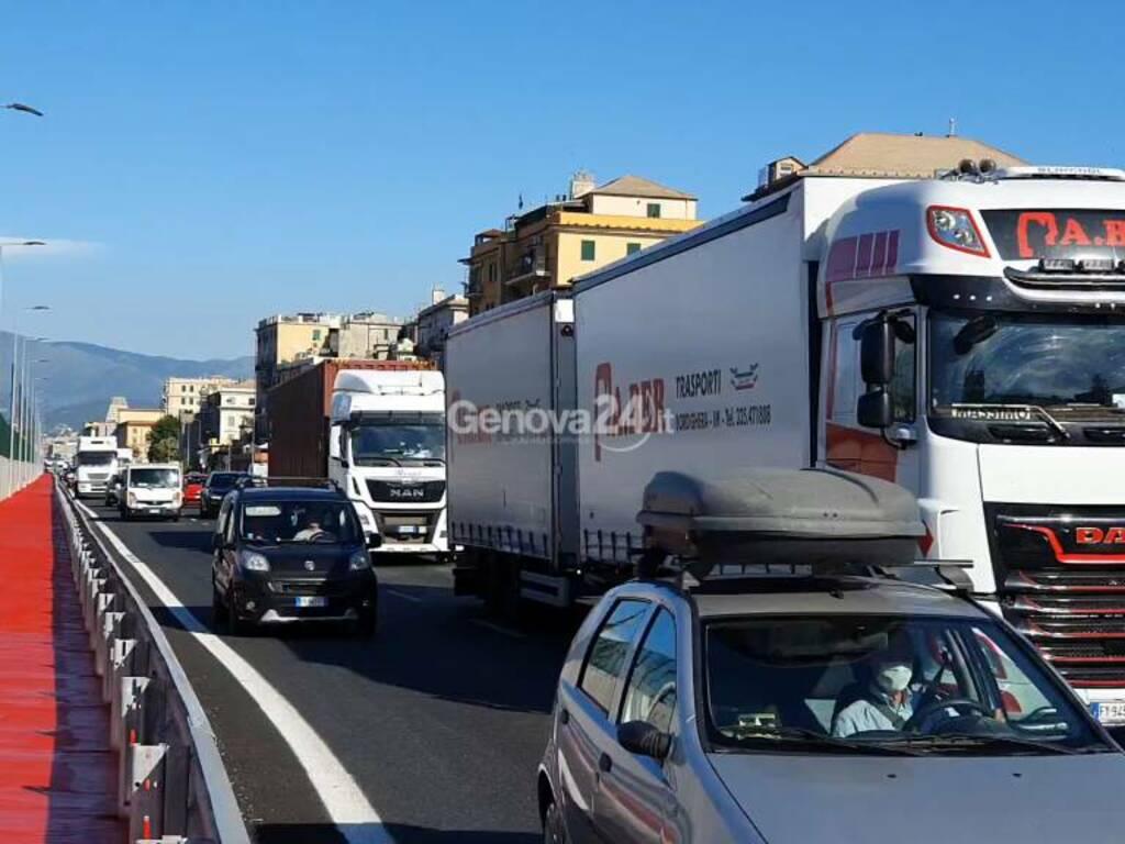 tir lungomare canepa traffico