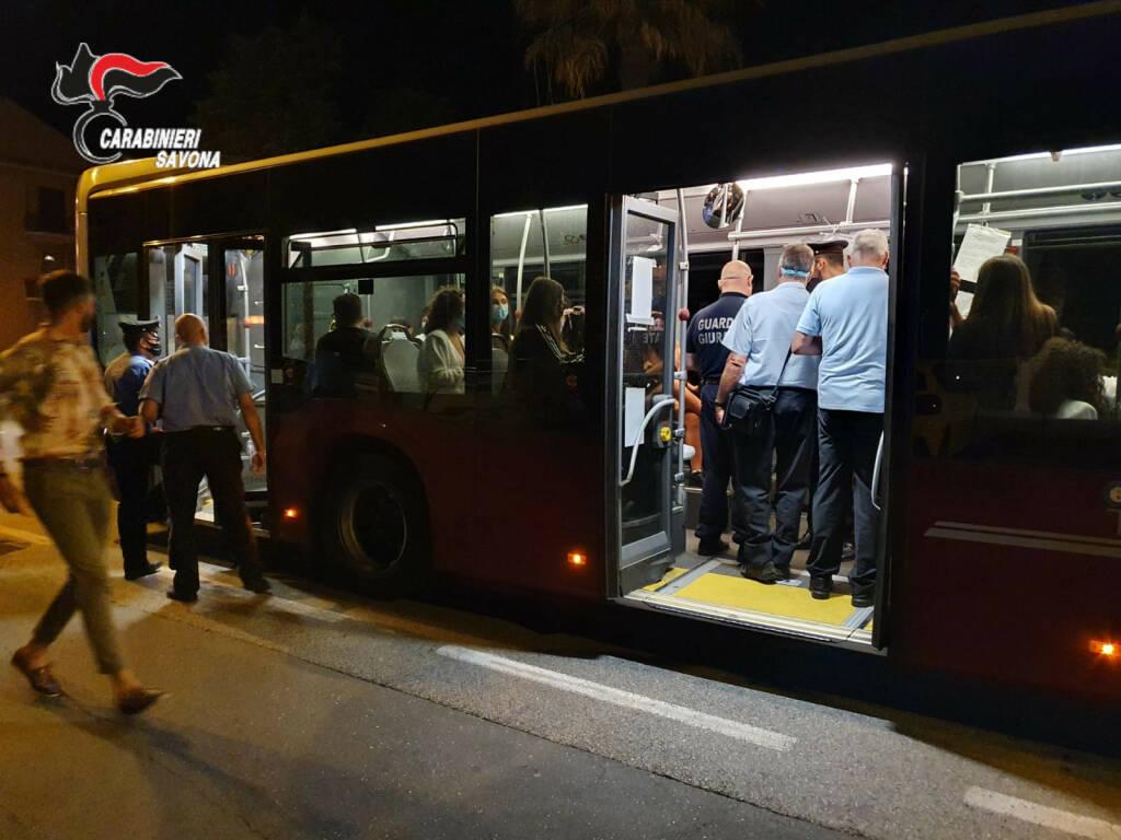 controllo autobus carabinieri alassio