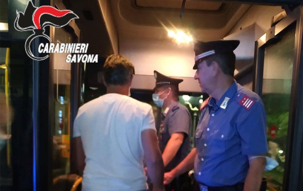 controlli autobus carabinieri alassio