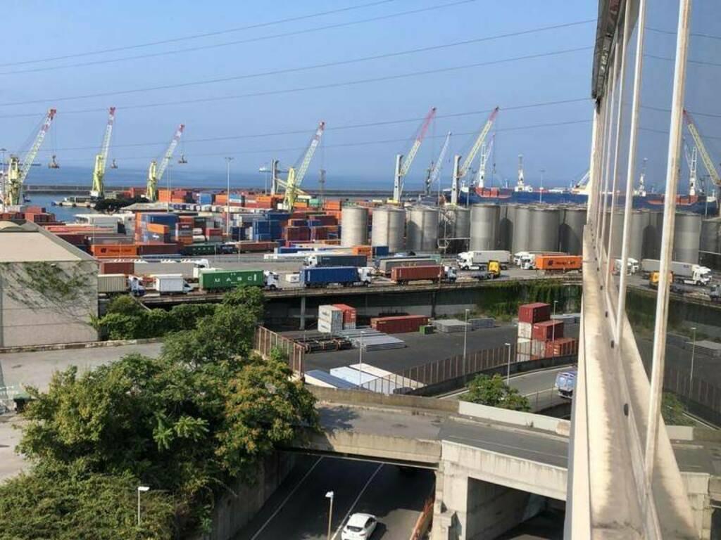 tir coda camion traffico porto