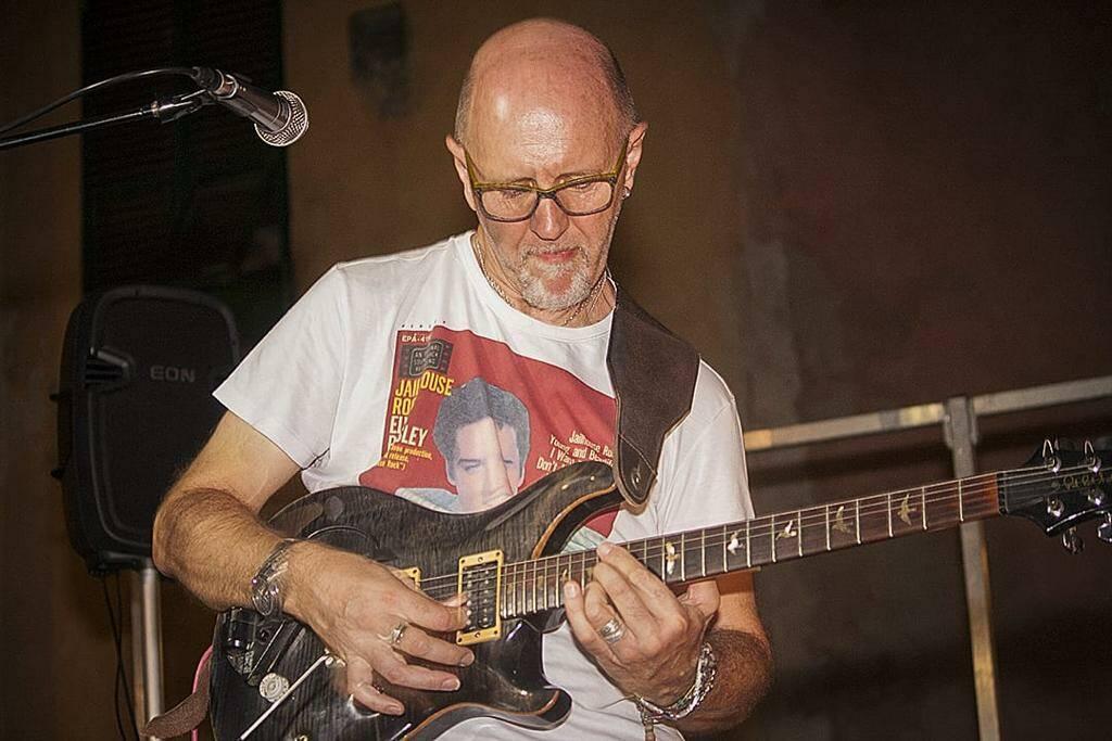 Mauro Vero chitarrista cantante compositore arrangiatore