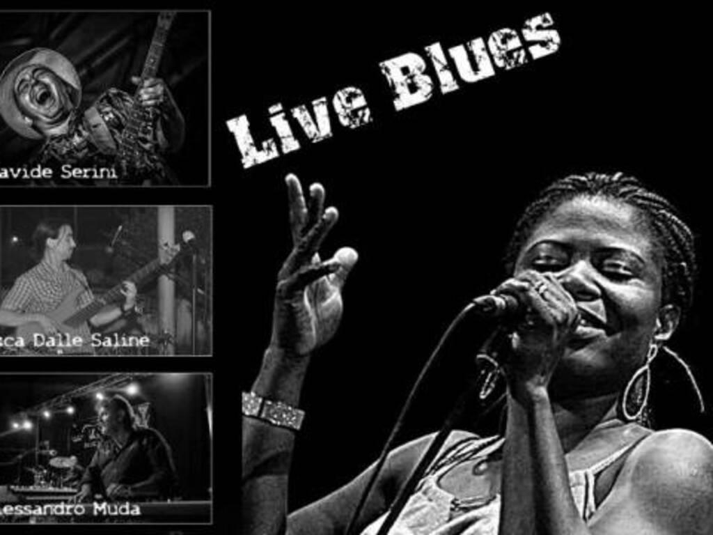 Mia NkemFavour cantante blues con band musicale