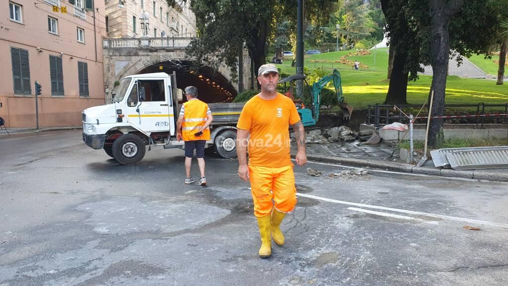 Esplode un tubo dell'acqua, piazza Corvetto e via Roma allagate