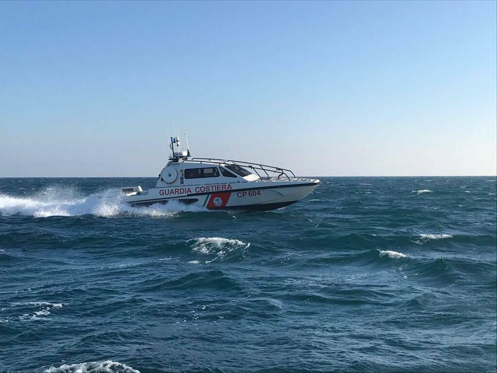Capitaneria Porto Guardia Costiera Motovedetta Mare Sicuro