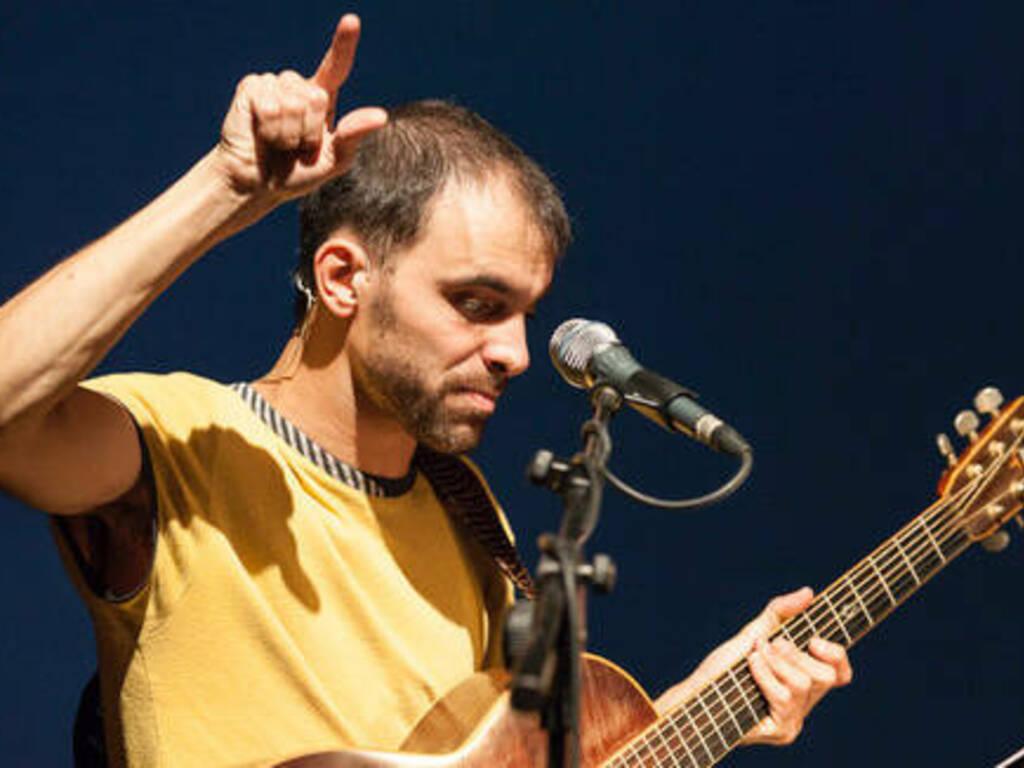 Orlando Manfredi attore cantautore Torino