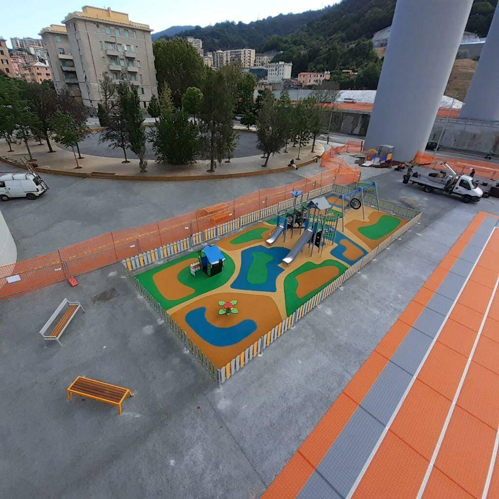 parco giochi sotto ponte