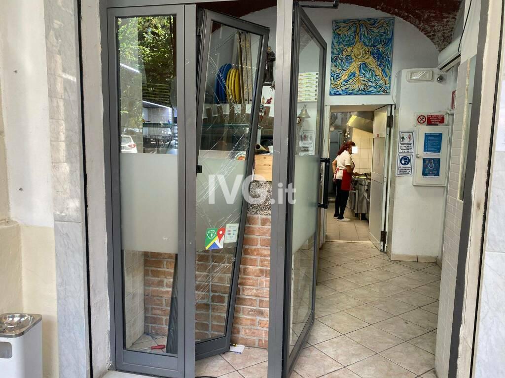 """""""Spaccata"""" ad una pizzeria del centro di Savona"""