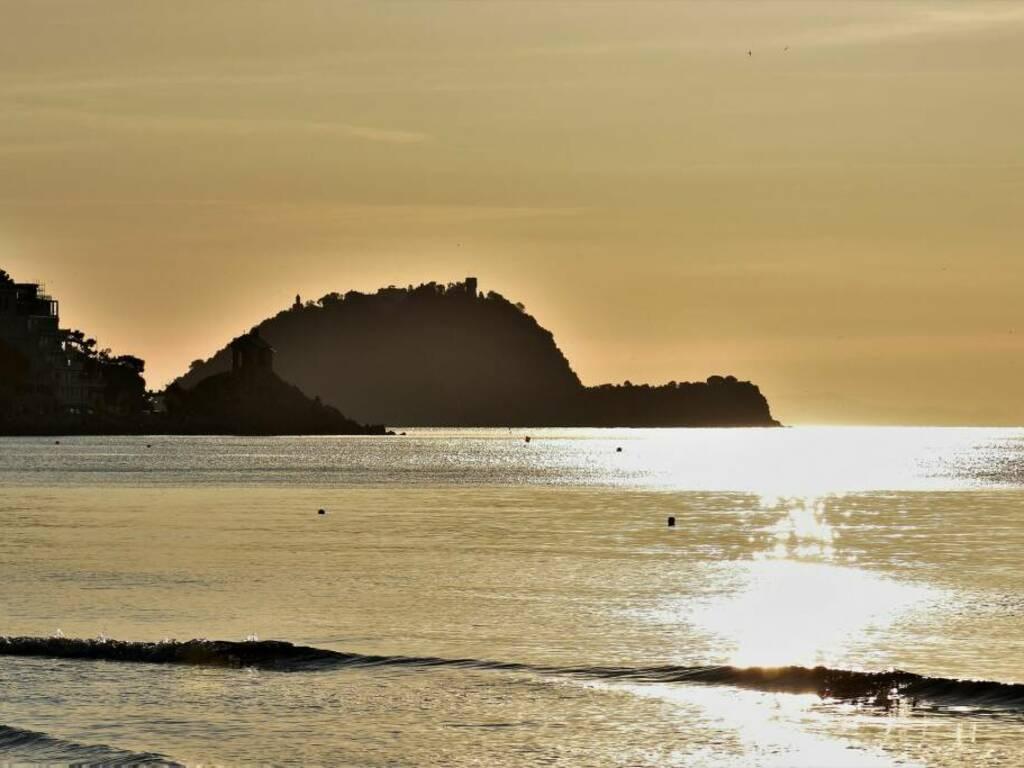 spiaggia alassio tramonto