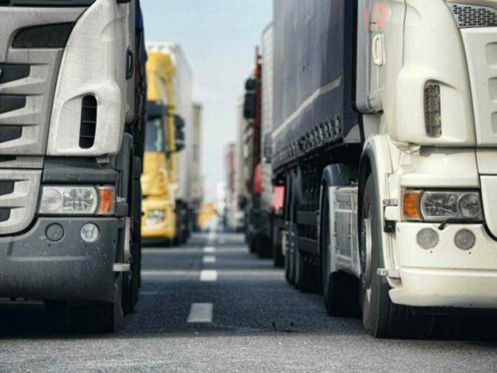 tir merci trasporto autostraporto generica