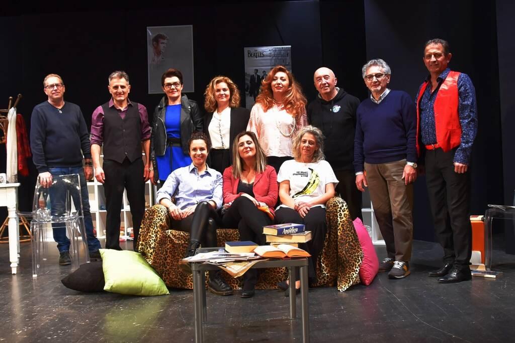 """""""Coppie scoppiate"""" spettacolo teatrale compagnia Uno Sguardo dal Palcoscenico"""