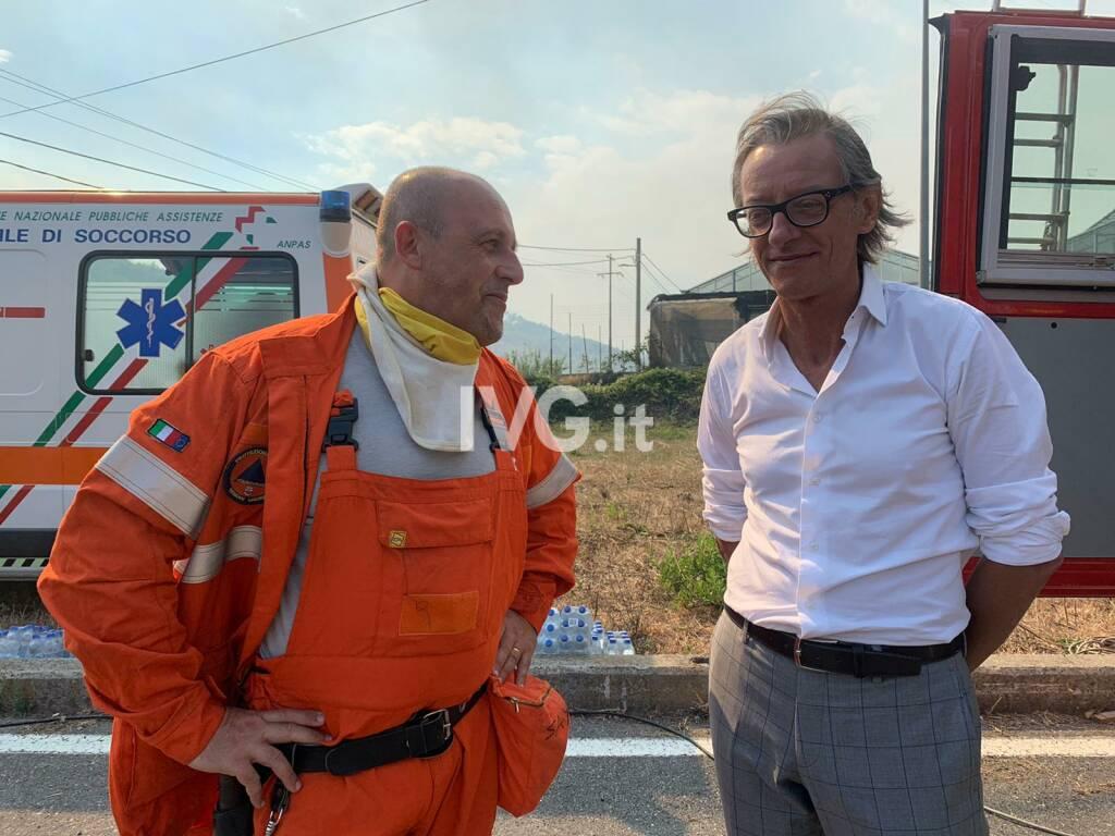 Incendio nell'entroterra di Albenga: vigili del fuoco mobilitati