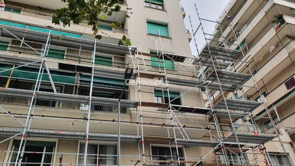 Incidente mortale sul lavoro in via Cecchi: operaio cade da un'impalcatura e muore