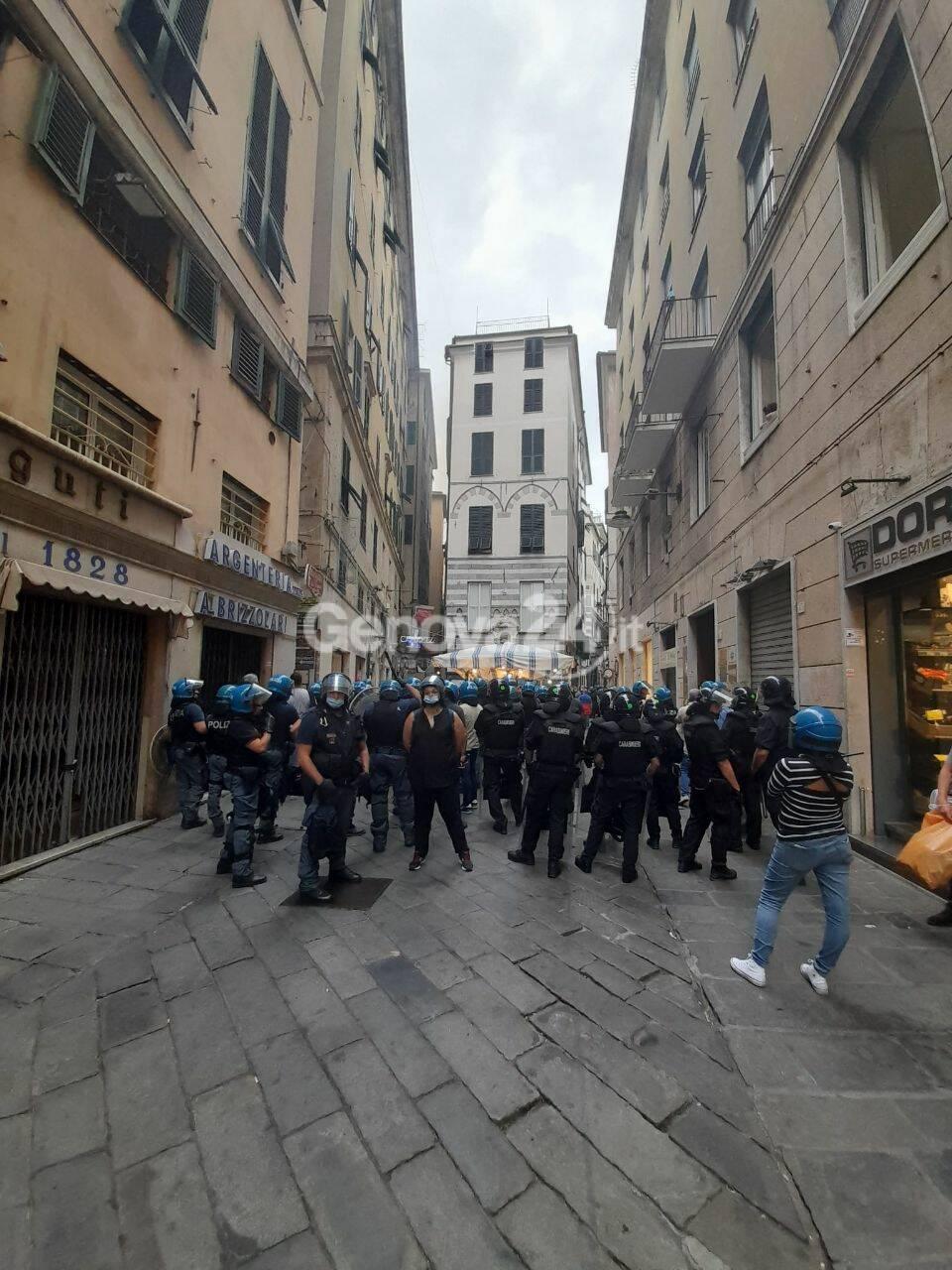 Manifestazione degli anarchici in centro storico