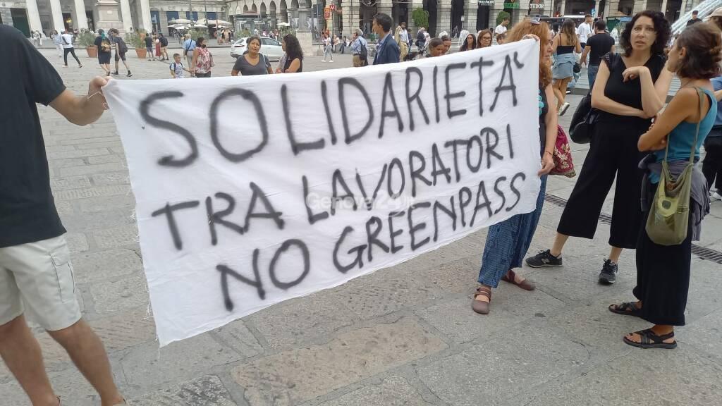 No green pass, lavoratori della scuola e della sanità in piazza a Genova