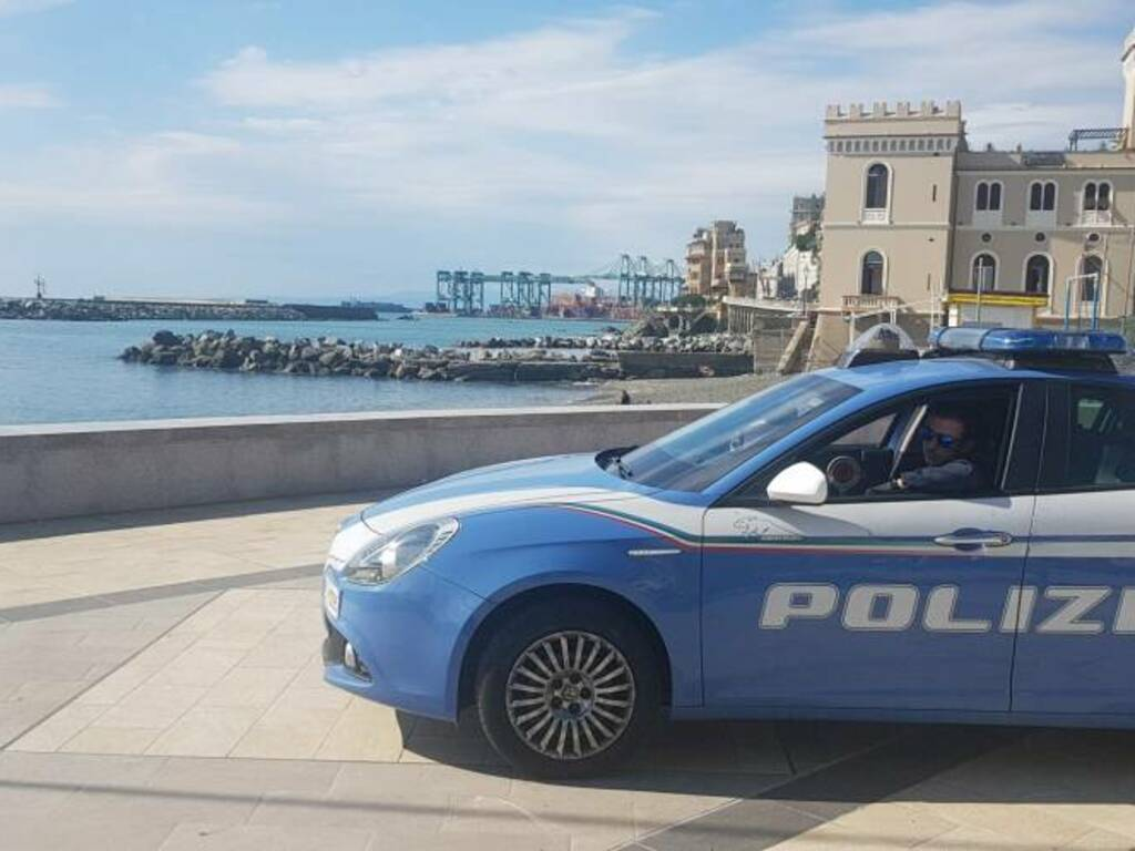 Polizia sul lungomare di Pegli