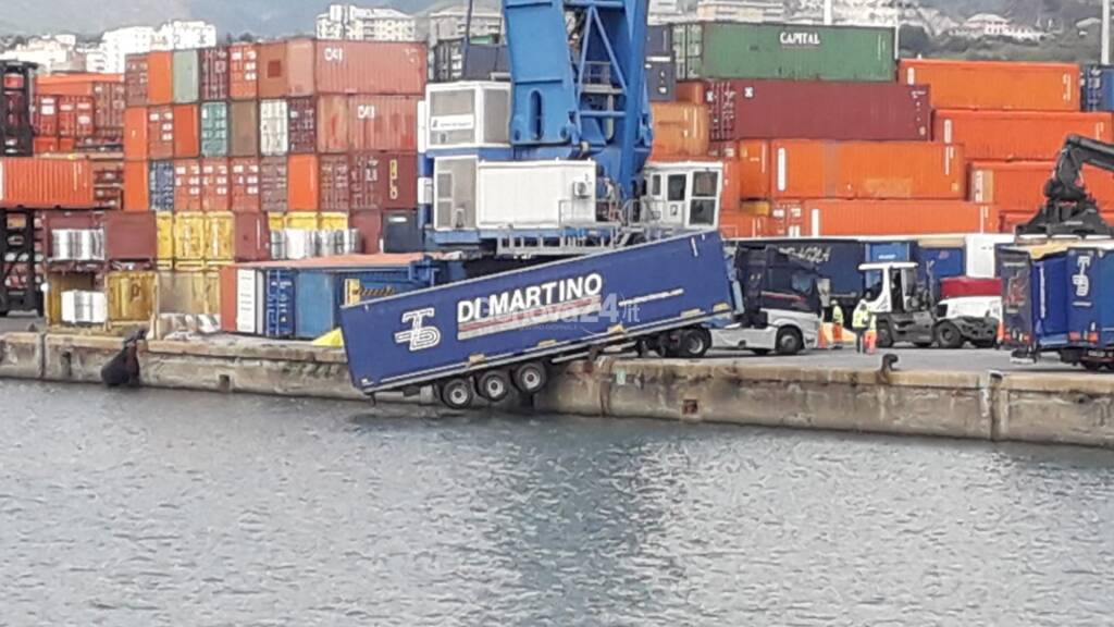 camion bilico porto san giorgio
