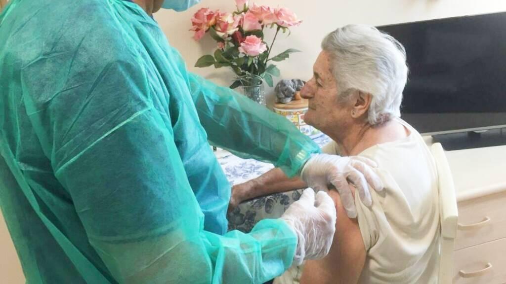 vaccino anziana
