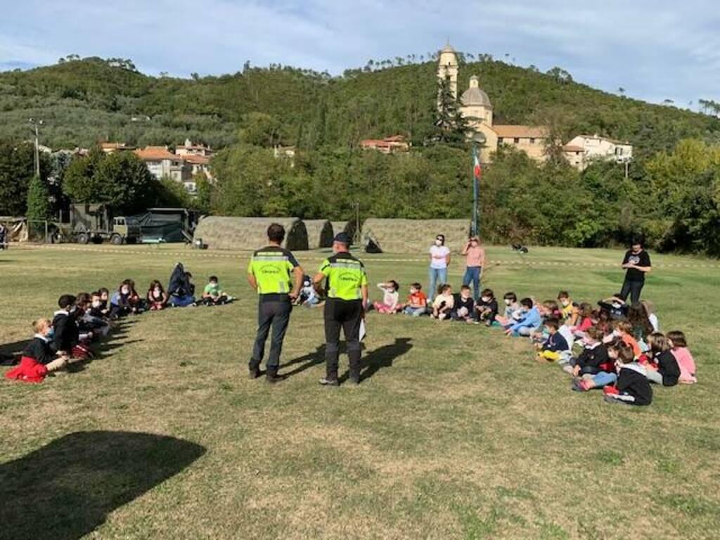 Gli alunni di Garlenda incontrano il Nucleo di Soccorso Cinofilo e gli Alpini